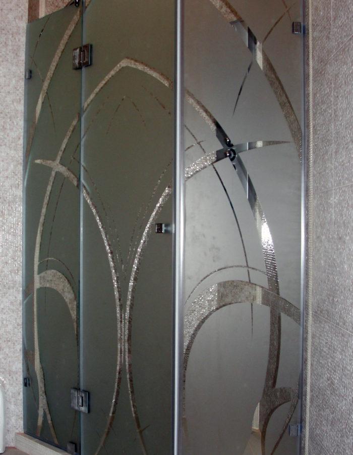 Угловая душевая с одной дверью под 135°